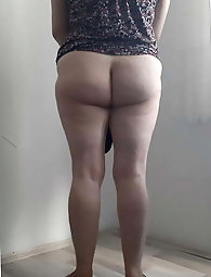 Elegant older housewife wants to suduce the male